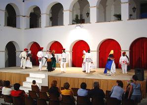 Folk dances in the Baluard de Sant Pere