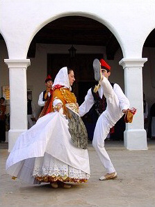 Folk dances in Sant Miquel